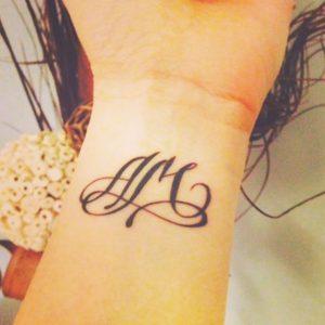 modèle tatouages 2 lettres